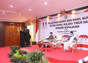 Gubernur Sultra, Ali Mazi, saat memberikan sambutan pada pelantikan tiga pasangan kepala daerah hasil pilkada serentak 9 Desember 2020, Jumat (26/2/2021). (Foto: Muh. Ewit Firmansyah/Diskominfo)